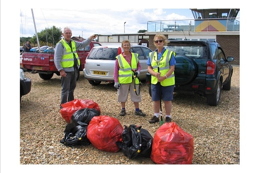 Iow Volunteers Litter Picking